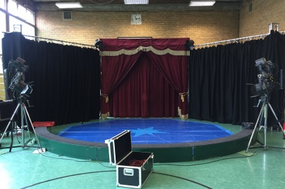 Viele helfende Hände tragen zu einem erfolgreichen Start der Zirkuswoche bei:-)
